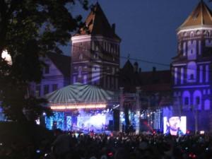 Концерт на улице в одном из городков незалежной (а может и в Прибалтике...)
